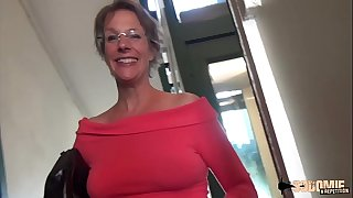 Rough Anal-sex and Splashing for this cougar mother